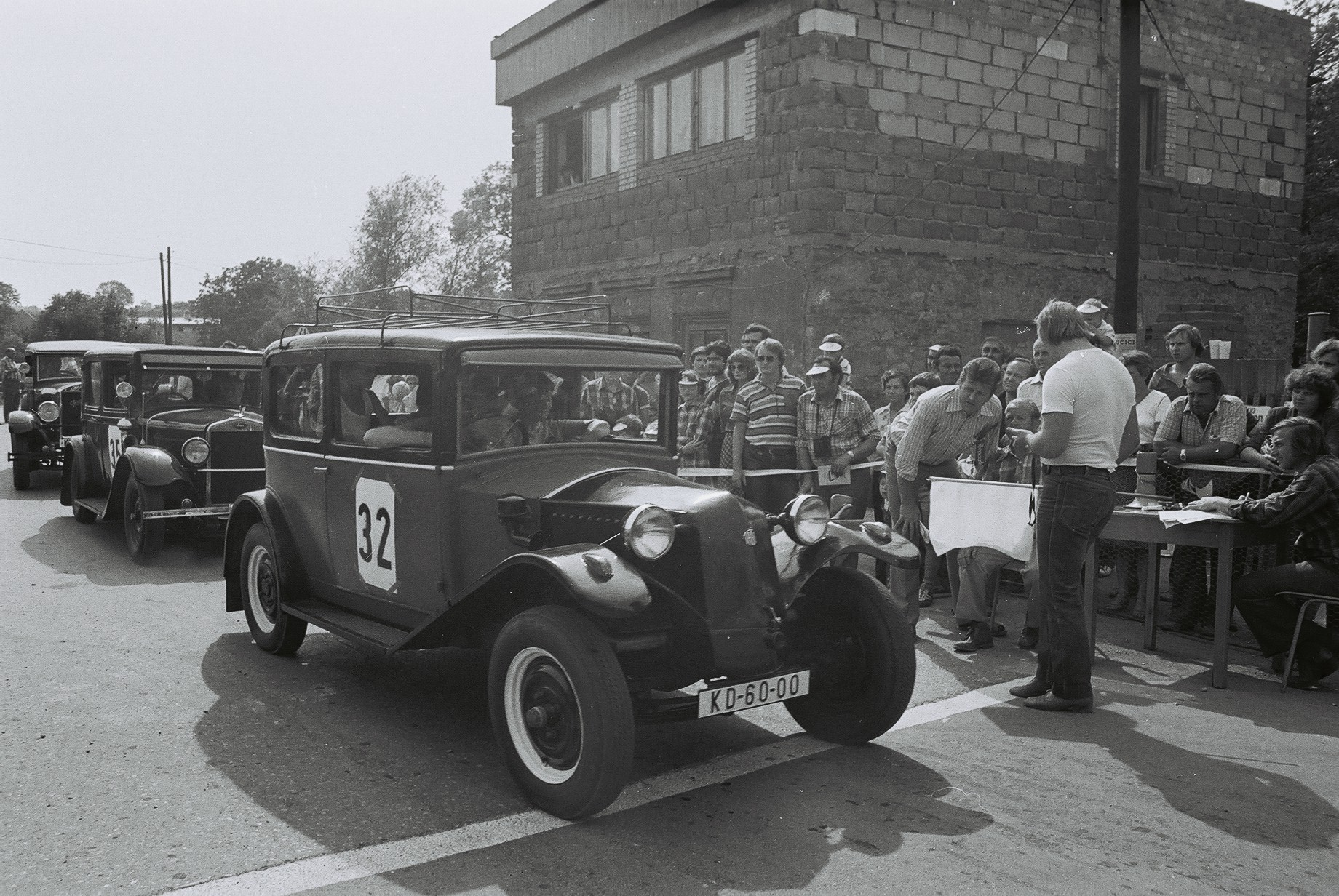 F1010017