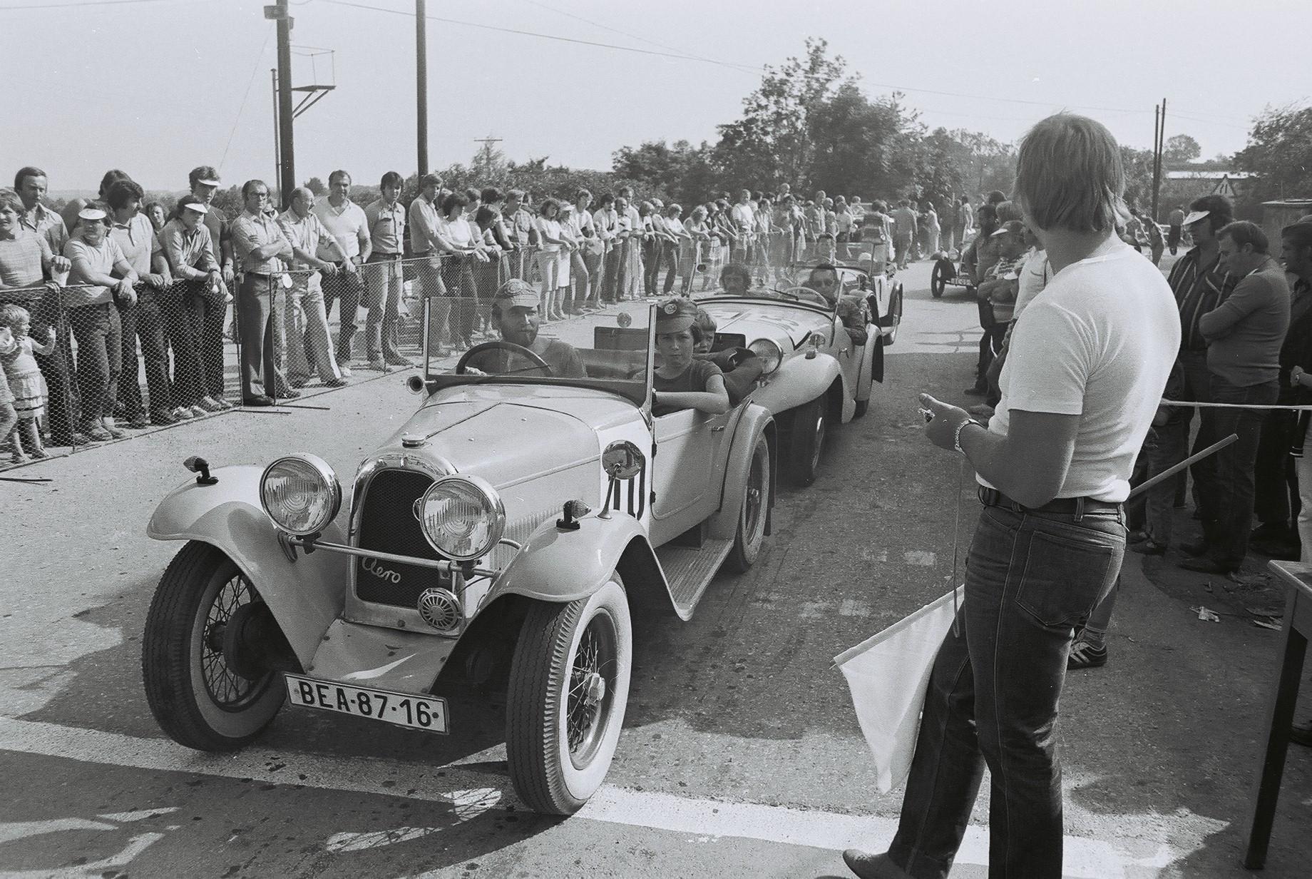 F1020046